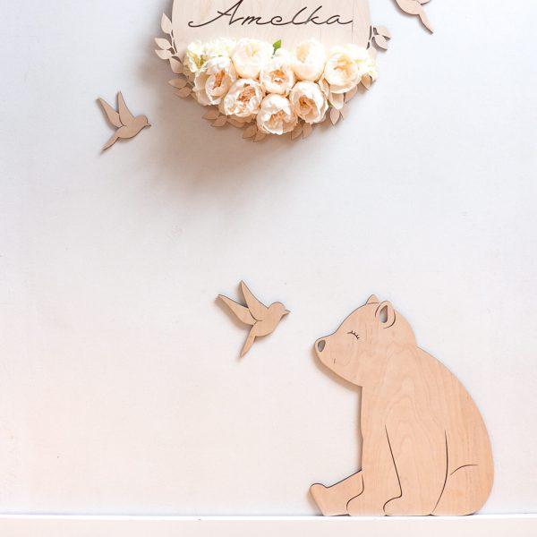Drewniany niedźwiadek z ptaszkiem