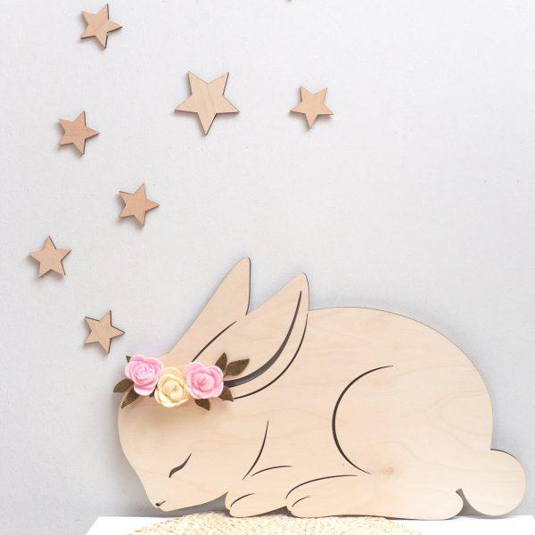 króliczek śpiący z kwiatkami