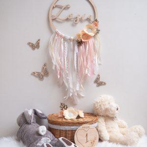 Łapacz snów dla dziecka z ręcznie robionymi dodatkami
