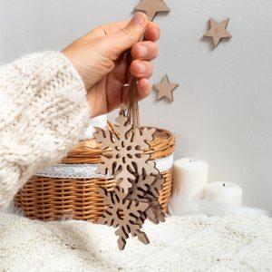 Drewniane zawieszki na choinkę płatki śniegowe