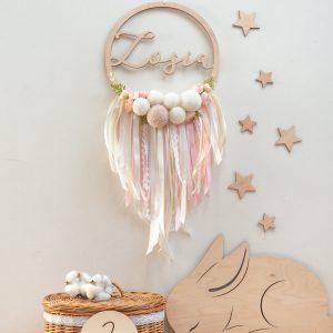 Łapacz snów dla dziecka z pomponami i kwiatami