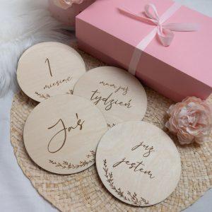 Drewniane tabliczki do sesji zdjęciowych prezent na babyshower