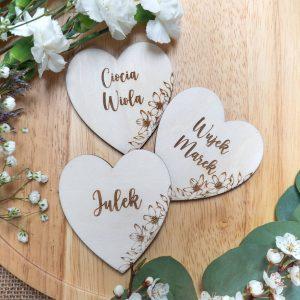 Drewniane winietki serca dla gości