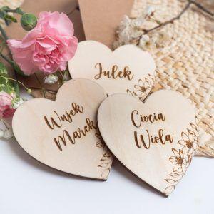 Drewniane winietki dla gości weselnych