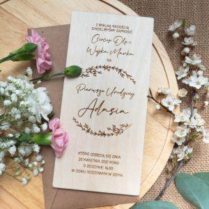 Drewniane zaproszenia z motywem roślinnym